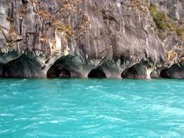 Las aguas subterráneas, sus afloramientos y las formaciones en las grutas. Cavernas