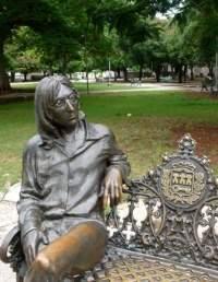 Monumento a John Lennon en un parque de La Habana