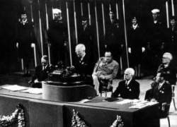 Harry S.  Truman en la conferencia fundacional en  San Francisco en 1945.