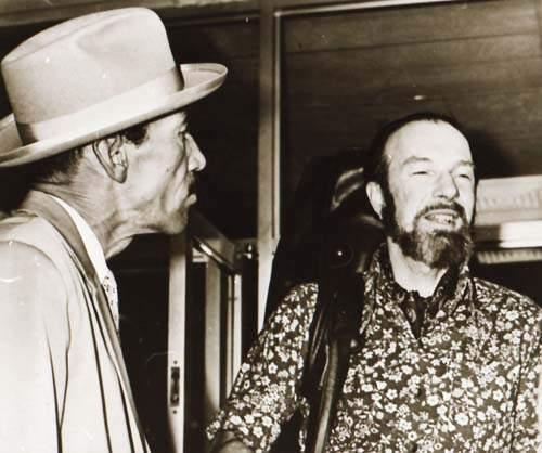 Joseíto y el cantautor folclórico estadounidense Pete Seeger, en la ciudad de LaHabana.