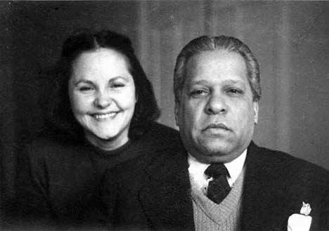 Nicolás Guillén en compañía de su esposa Rosa Portillo.