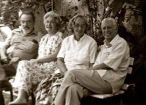 De izquierda a derecha: Eliseo Diego, Bella, Fina García Marrus y Cintio Vitier