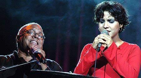Haydeé Milanés y su padre Pablo MilanésNació en la provincia Ciudad de La Habana un 28 de septiembre de 1980. Realizó estudios de piano en la Escuela Elemental de Música Manuel Saumell, y los continuó en el Conservatorio Amadeo Roldán.