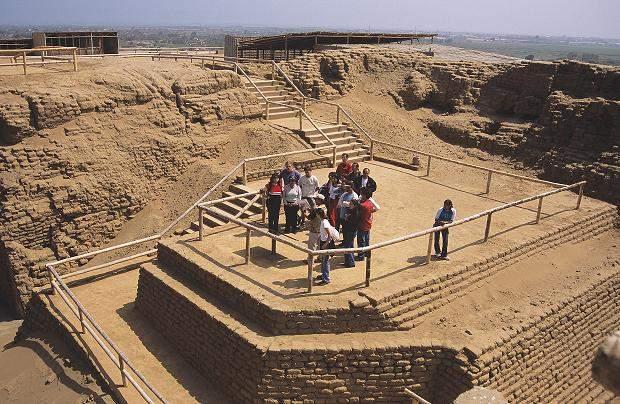 arquitectura de la cultura mochica huaca del sol y la luna