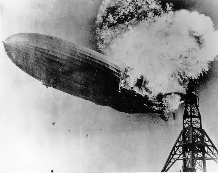 Archivo:Hindenburg burning.jpg