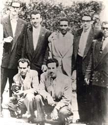 En el exilio  mexicano, con varios de los  futuros expedicionarios del Granma entre ellos Raúl  (a su lado derecha)  y Ñico López (extremo izquierdo)