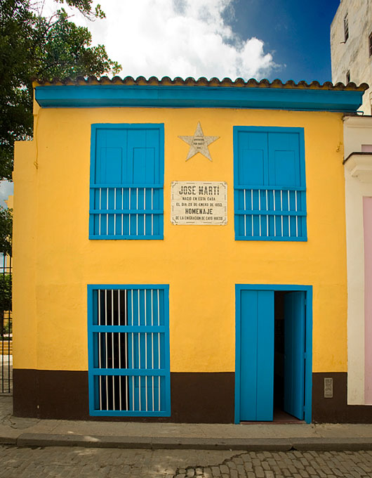 Casa donde nació José MartíJosé Martí inicia los estudios primarios en una escuelita de barrio. A los 7 años es alumno del colegio San Anacleto, de Rafael Sixto Casado y Alayeto; allí conoce a Fermín Valdés Domínguez, quien fue un hermano más.