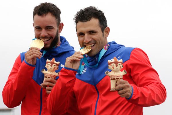 Fernando Dayán Jorge mit seinem Teamkollegen Serguey Torres nach dem Gewinn von Panamerikagold in Lima 2019 (Archivbild). | Bildquelle: https://www.ecured.cu/Fernando_Day%C3%A1n_Jorge © EcuRed | Bilder sind in der Regel urheberrechtlich geschützt