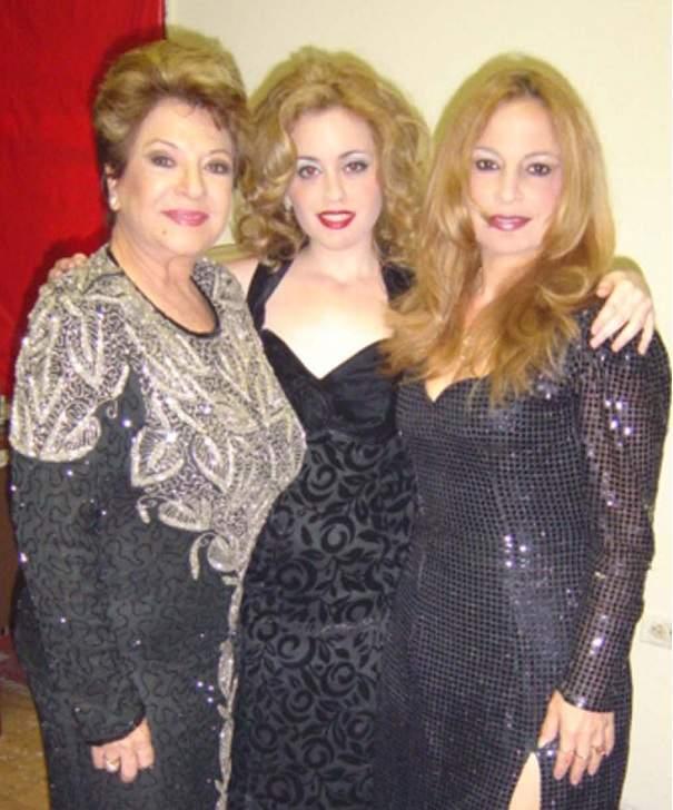Tres generaciones juntas: Lourdes Torres con su nieta Jessie Riffá y su hija Lourdes Libertad.