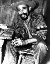 Juan Almeida Bosque durante la lucha insurreccional El 17 de enero de 1957 mandó una escuadra durante en el ataque al cuartel  de La Plata, primera acción victoriosa de los rebeldes en la Sierra Maestra. Luego participaría en la exitosa emboscada rebelde a las tropas de Ángel Sánchez Mosquera en Arroyo del Infierno  y estaría presente también en la sorpresa de Altos de Espinosa. Pocos días después dirigió la patrulla que, por orden de Fidel, hizo prisionero al traidor Eutimio Guerra, quien había delatado la posición de los guerrilleros.