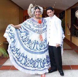 Vestido de gala de la mujer panamena