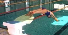 Nataci n con aletas ecured for Aletas natacion piscina