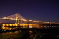 648557a952 Puente Vasco da Gama de noche.